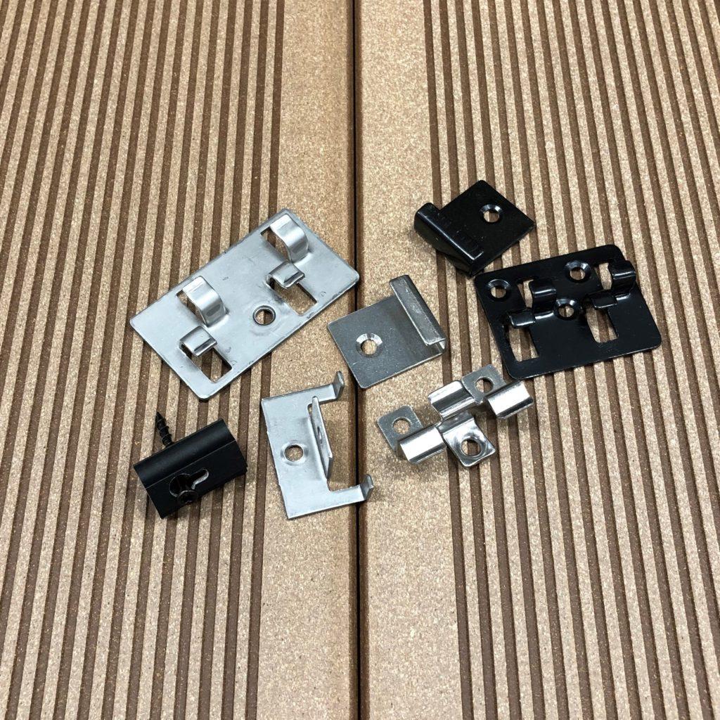 Clips för montering av komposittrall