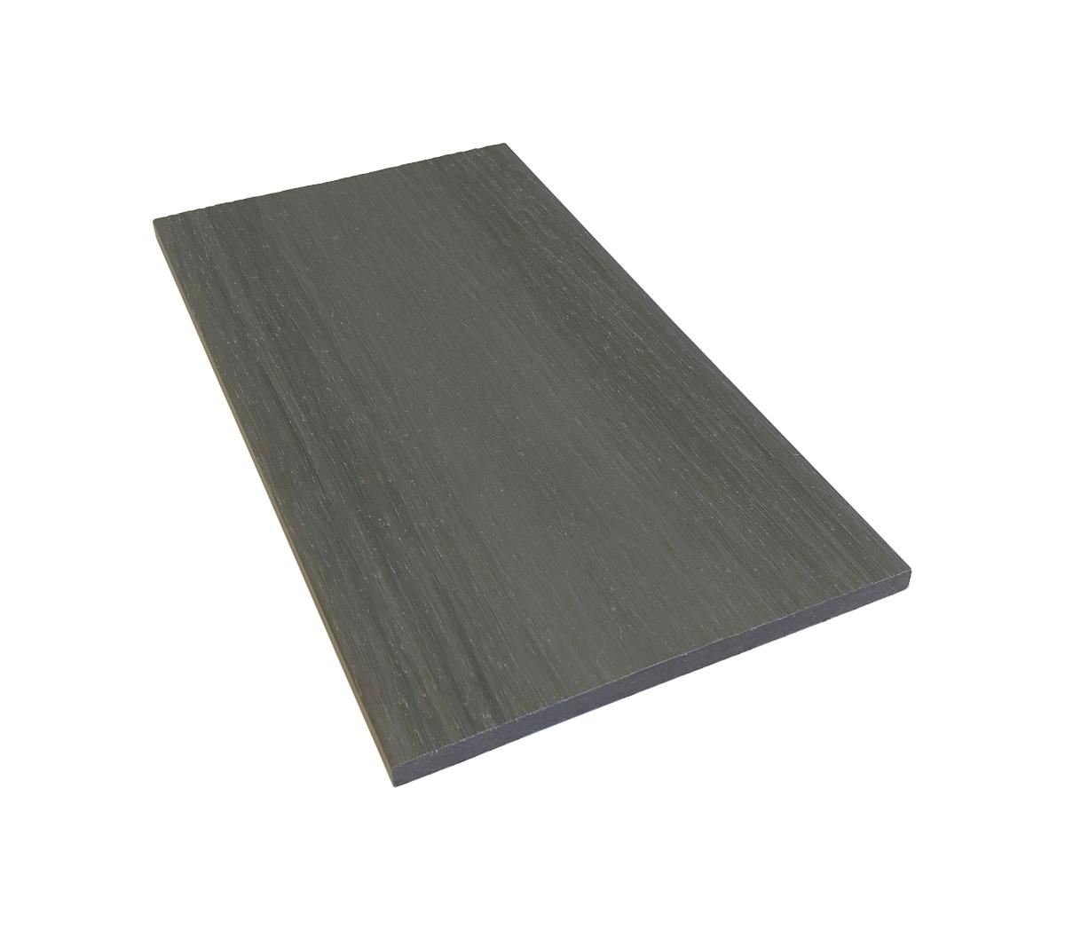 grå täcklist i komposittrall